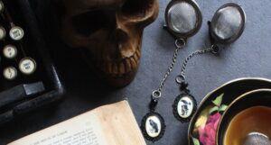 Edgar Allen Poe literary tea infuser gift set
